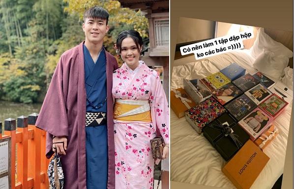 Vừa tậu xe hơi tiền tỷ, bạn gái Duy Mạnh tiếp tục chứng minh mình là rich kid khi chi đậm mua toàn hàng hiệu ở Nhật