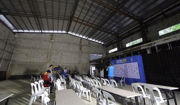 Phòng họp báo gây tranh cãi ở SEA Games 30: Nhìn tưởng nhà kho bỏ hoang trong phim kinh dị