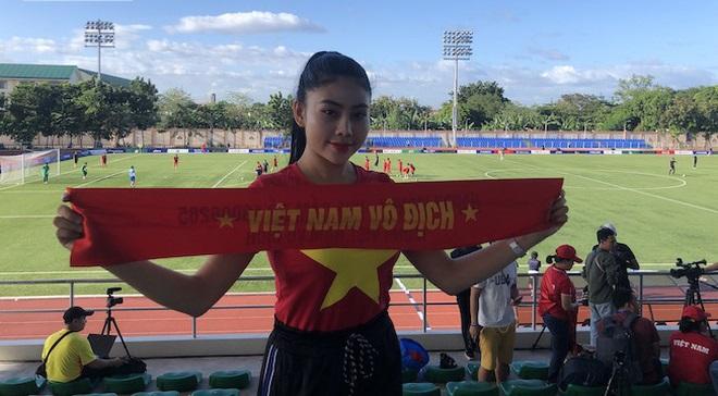 Một hot girl tặng gần 100 vé vào sân xem U22 Việt Nam thi đấu tại SEA Games 30