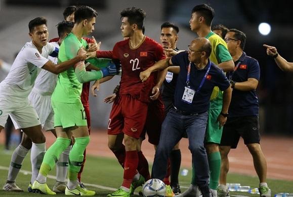 U22 Việt Nam 2-1 U22 Indonesia: Ấn tượng khoảnh khắc thầy Park mạnh mẽ cản đối thủ cà khịa Tiến Linh