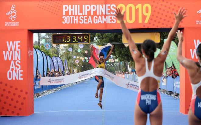 """Tố Malaysia """"ăn gian"""", đội ba môn phối hợp Việt Nam giúp chủ nhà Philippines đoạt HCV"""