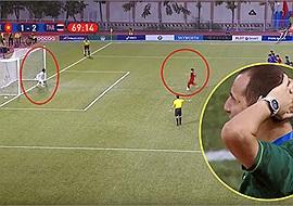 """""""Ăn gian"""" để cản penalty của U22 Việt Nam, thủ môn Thái Lan bị trọng tài """"bắt thóp"""" và vẫn thủng lưới"""