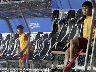 """Thấy đồng đội """"xử đẹp"""" Campuchia, Quang Hải ngồi ngoài sân cũng phải """"nghịch"""" bóng cho đỡ """"ngứa tay ngứa chân"""""""