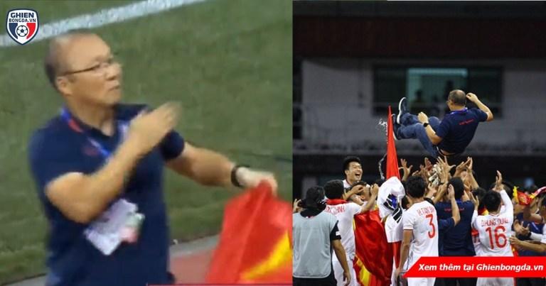 Khoảnh khắc HLV Park Hang Seo trong trận đấu SEA Games: Đặt tay lên trái tim, giơ cao cờ Việt Nam đầy tự hào