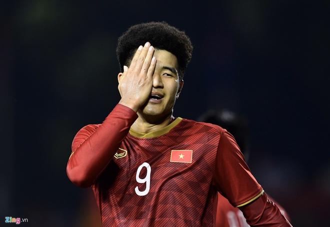"""Sea Games cũng vô địch rồi, giờ mới biết Hà Đức Chinh để kiểu tóc dựng cao xoăn tít là có """"mục đích"""" cả"""