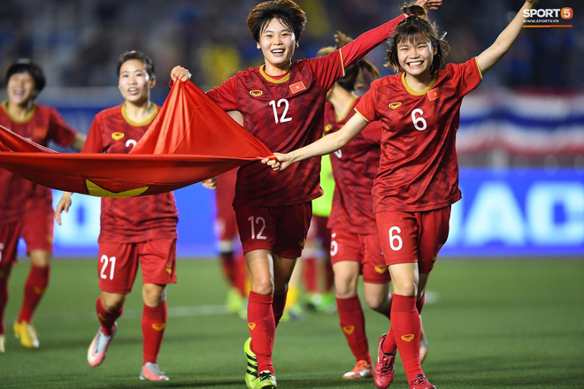 """Về thăm nhà """"hot girl"""" bóng đá nữ Việt Nam: Bố Hoàng Thị Loan xác nhận con gái chưa có bạn trai"""