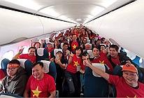 Sân bay rực đỏ màu áo hàng trăm CĐV lên đường sang Philippines