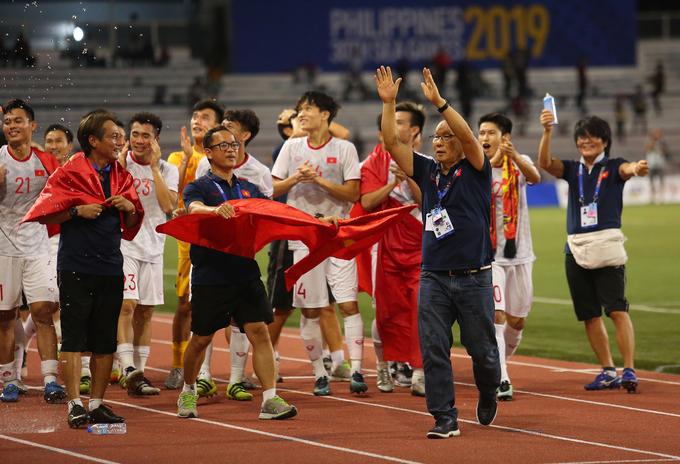 Dự kiến U22 Việt Nam, đội bóng đá nữ Việt Nam cùng đoàn VĐV SEA Games về Hà Nội lúc 18h05 hôm nay