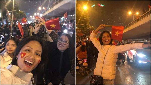 Ăn mừng Việt Nam vô địch, H'Hen Niê để mặt mộc đi bão, ăn mặc giản dị khó nhận ra