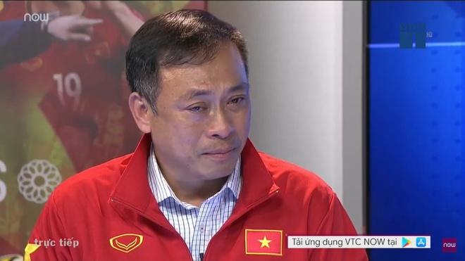 Con trai BLV Quang Tùng chia sẻ về hình ảnh xúc động khi bố khóc trên truyền hình vì HCV SEA Games