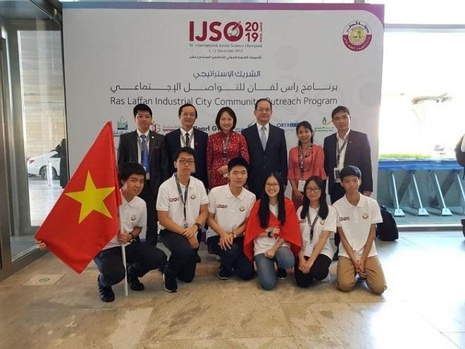 Đoàn học sinh Việt Nam làm nên lịch sử với 6 huy chương tại Olympic Khoa học trẻ quốc tế 2019