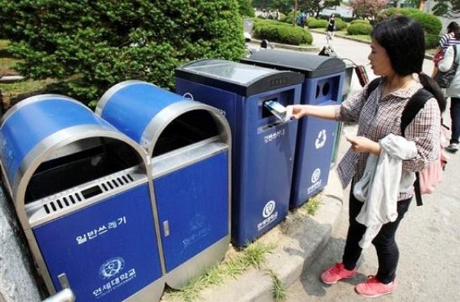 """""""Giận tím người"""" trước thông tin công viên Nhật Bản treo biển hạn chế người Việt: Lại là xả rác"""