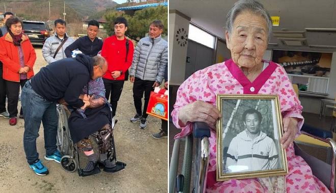 Thầy Park bật khóc khi về quê thăm mẹ già 97 tuổi cùng cả đội U23 Việt Nam