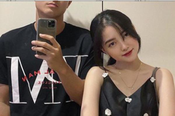 """Hà Trang ngọt ngào gọi Đức Chinh là """"Ông già Noel của em"""" nhưng lại phũ phàng troll """"Anh chỉ đẹp trong mắt...chính anh"""""""