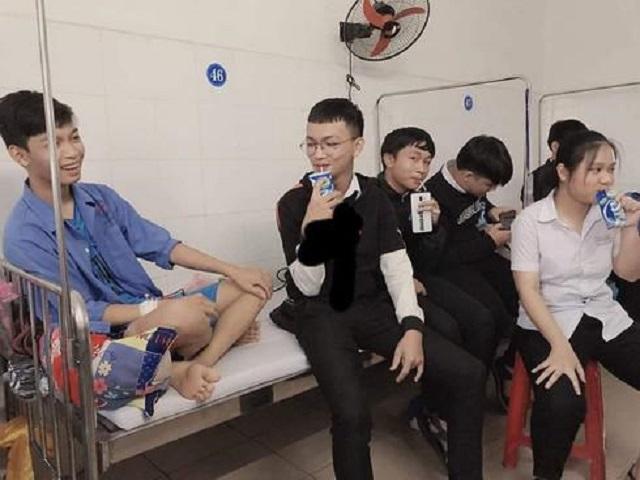 """Khi lũ bạn đi thăm ốm kiểu """"lầy lội"""": Chia nhau mỗi đứa một hộp sữa bồi dưỡng của bệnh nhân"""