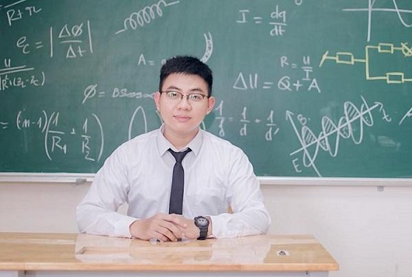 """Vụ học bạ khủng toàn 9 """"phẩy"""": Hóa ra là bảng điểm hồi đi học của thầy giáo Vật lý"""