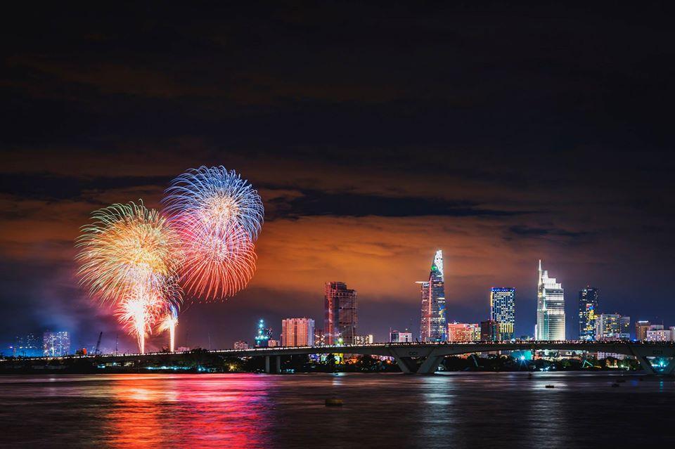 Note lại ngay danh sách 6 điểm ngắm pháo hoa đón năm mới 2020 đẹp nhất Sài Gòn