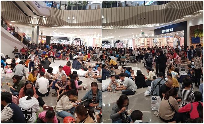 Đón Tết Dương lịch 2020, trung tâm thương mại lớn tại Hà Nội lôm nhôm người ngồi la liệt, ăn uống ngay trên sàn nhà
