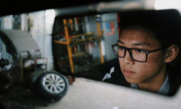 Chân dung nam sinh lớp 12 tự chế tạo xe điện chạy bằng năng lượng mặt trời gây xôn xao dư luận