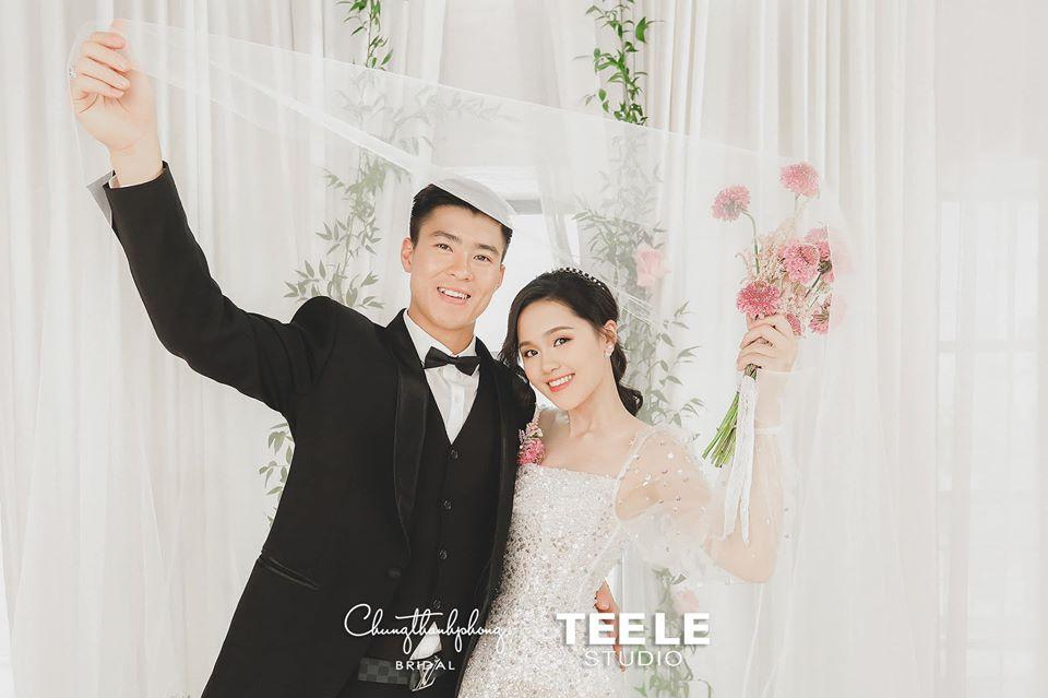 """Duy Mạnh - Quỳnh Anh sớm khoe ảnh cưới cực phẩm, cuối cùng thì váy của """"con gái tài phiệt"""" đã lộ diện"""