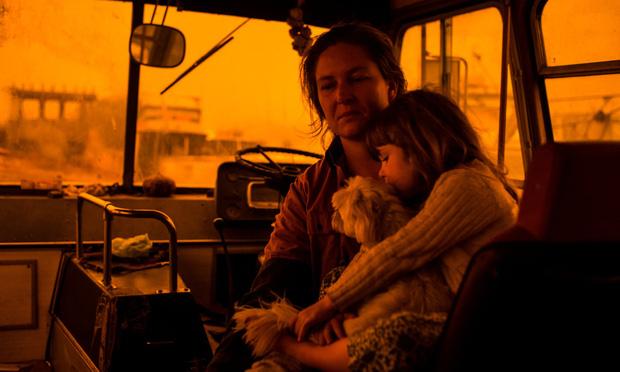 """Hành trình trốn chạy khổ sở của gia đình Úc khỏi đại thảm họa cháy rừng: """"Hãy thiêu rụi tất cả đi"""""""