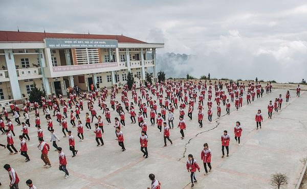"""Đến """"ngôi trường trên mây"""" ở độ cao 2.000 m khiến dân mạng ví như bồng lai tiên cảnh"""