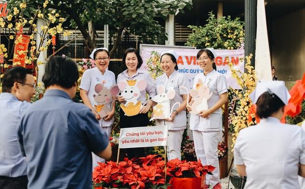 Tuyệt đẹp đường hoa xuân ngay trong Bệnh viện Chợ Rẫy do các bác sĩ chung tay thiết kế