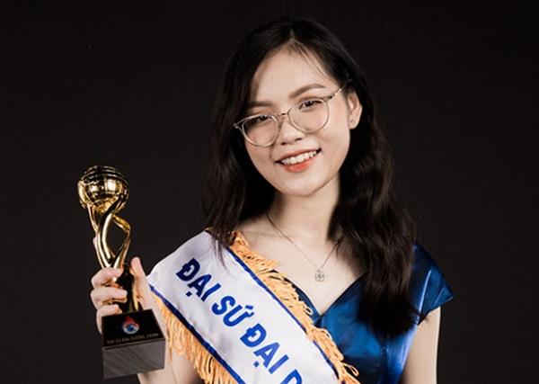 Nữ sinh trường Báo xuất sắc trở thành đại sứ Đại dương xanh, thi Hoa khôi Sinh viên Việt Nam để tuyên truyền bảo vệ môi trường