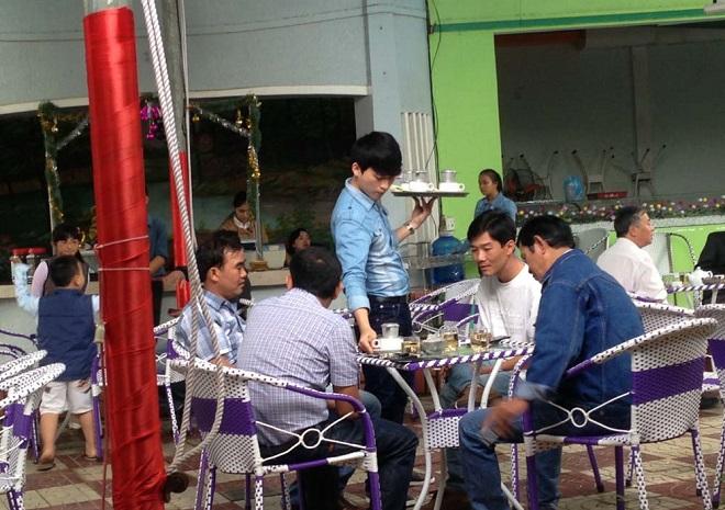 Sinh viên lựa chọn ở lại làm thêm xuyên Tết: Chấp nhận xa nhà, xa những bữa cơm sum họp gia đình vì thu nhập cao