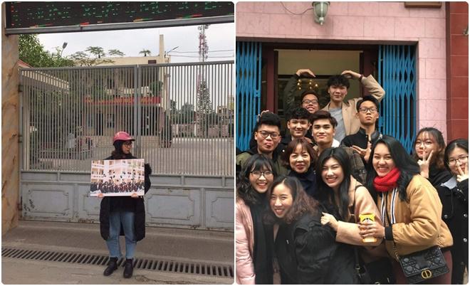 """Tới hẹn họp lớp mà không một mống đến, lớp trưởng ôm ảnh tập thể đứng giữa cổng trường """"dằn mặt"""""""