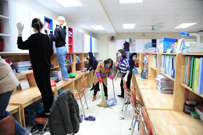Phòng dịch Corona, nhiều trường học tổng vệ sinh và thông báo cho học sinh nghỉ Tết dài hơn