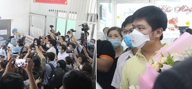 Đông đảo phóng viên có mặt tại buổi xuất viện của bệnh nhân nhiễm virus Corona đầu tiên được phát hiện tại Việt Nam