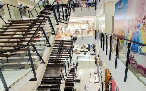 Trung tâm thương mại lác đác bóng người trong mùa dịch Corona