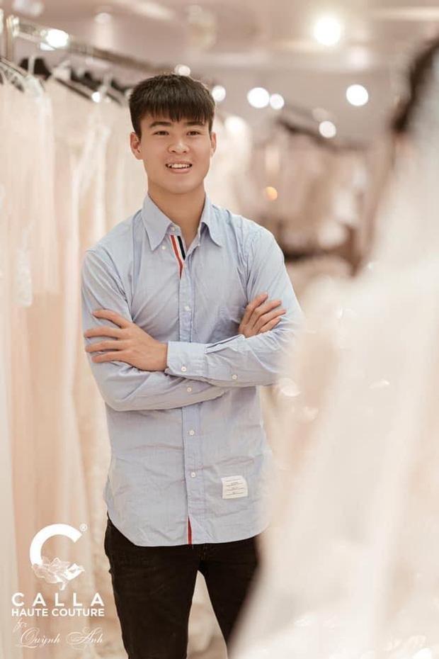 Quỳnh Anh tận tay khoe chiếc váy cưới được thiết kế riêng cho ngày trọng đại với Duy Mạnh, đoán giá sương sương cũng trăm triệu đồng