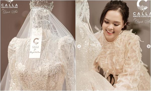 """Quỳnh Anh tận tay khoe chiếc váy cưới được thiết kế riêng cho ngày trọng đại với Duy Mạnh, đoán giá """"sương sương"""" cũng trăm triệu đồng"""