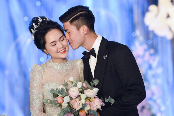 """Hoa mắt với độ xa hoa của đám cưới Duy Mạnh: Tổ chức tại khách sạn 5 sao, trang trí 500.000 viên pha lê, khách mời toàn sao """"khủng"""""""