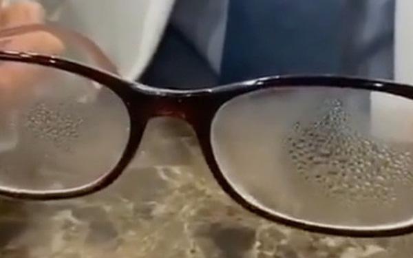 Cách đeo khẩu trang để mắt kính không bị mờ dành cho người cận thị chống dịch Corona