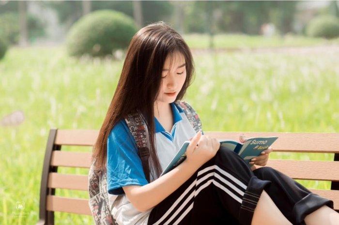 Nữ sinh Bách khoa xinh đẹp gây sốt trong loạt ảnh đồng phục thể dục ngọt ngào