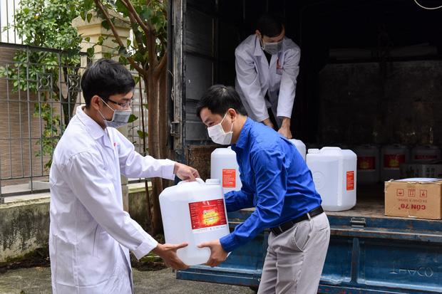 ĐH Bách khoa Hà Nội chi 435 triệu đồng mua khẩu trang phát cho giảng viên và sinh viên, sẵn sàng học trở lại ngày 2/3