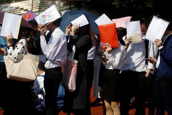 Sinh viên Trung Quốc sắp tốt nghiệp lo không kiếm được việc làm vì ảnh hưởng của dịch Covid-19