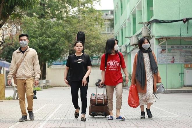 Nhiều trường ĐH gấp rút đổi lịch học, cho nghỉ tiếp phòng dịch Covid-19 khiến sinh viên trở tay không kịp