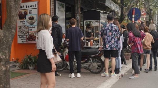 """Sinh viên đi học trở lại, hàng quán trước cổng trường phấn khởi đón khách ruột """"comeback"""" tấp nập"""