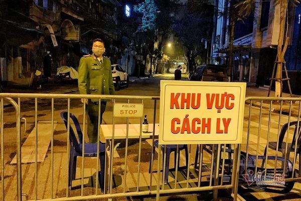 Bố cô gái ở Hà Nội nhiễm Covid-19 tiếp xúc với 17 người trước khi được cách ly