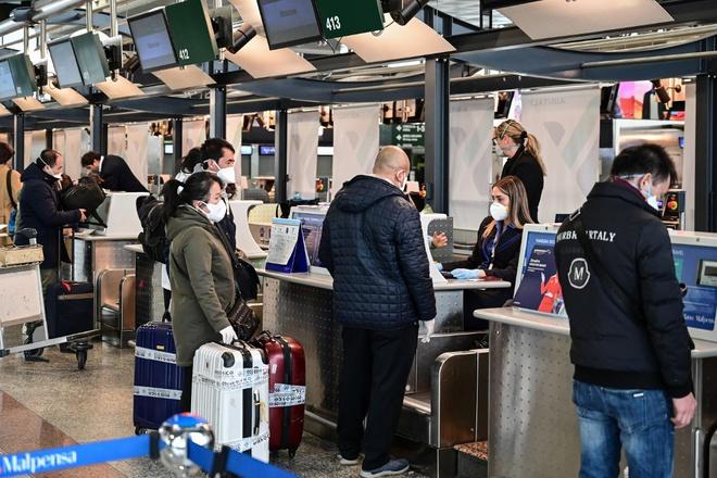 Tạm dừng miễn thị thực đối với công dân 8 nước châu Âu từ 0h ngày 12/3