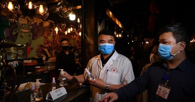 Chủ tịch Hà Nội: Đóng cửa quán bar, karaoke hết tháng 3 phòng Covid-19