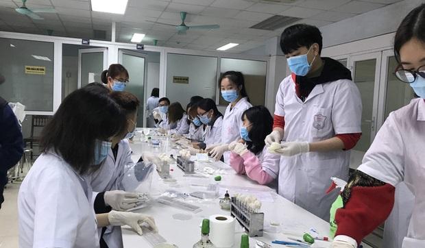 Sinh viên ĐH Y khoa Phạm Ngọc Thạch được huy động để chuẩn bị sẵn sàng chống dịch Covid-19
