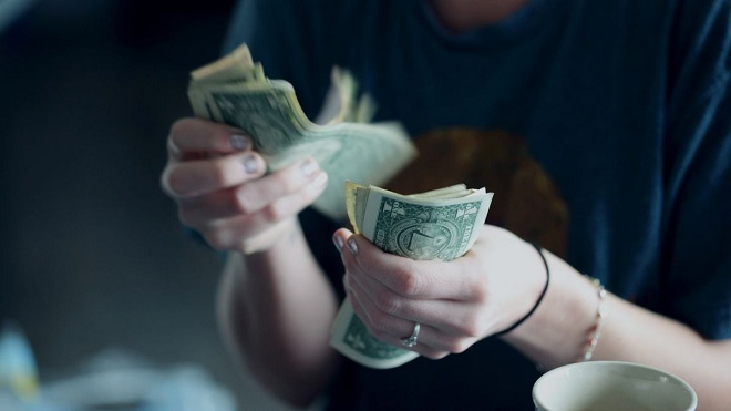 """Công ty """"nhà người ta"""" thưởng mỗi nhân viên hơn 200.000 USD để chống dịch Covid-19"""