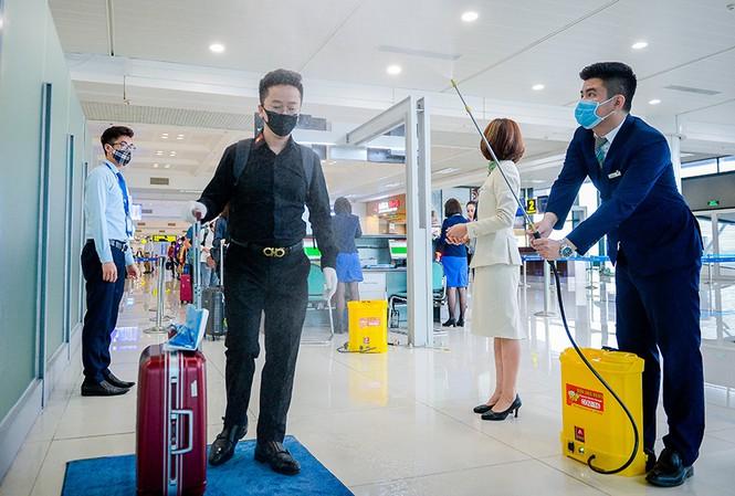 Gần 600 người Việt từ vùng dịch về sân bay Nội Bài hôm nay