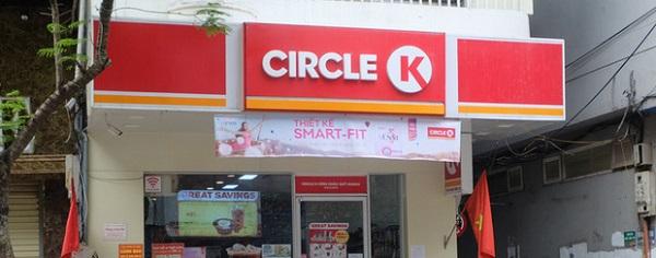 Có khách hàng nhiễm Covid-19 ghé qua lâu, Circle K Chùa Láng vẫn mở bán 1 ngày sau đó mới dán thông báo tạm ngưng phục vụ