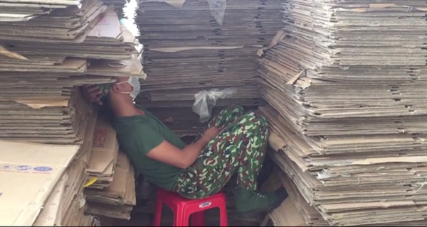Thán phục trước sự nặng nhọc của tình nguyện viên ở khu cách ly KTX ĐH Quốc gia TP HCM